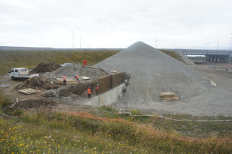 Construcción muro de contención..